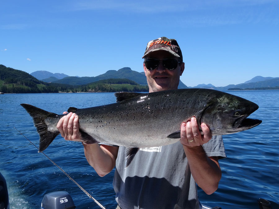 Famous Ray's Fishing Charters - Let 30 years of guiding experience work for you - your Campbell River Bc salmon fishing guide.